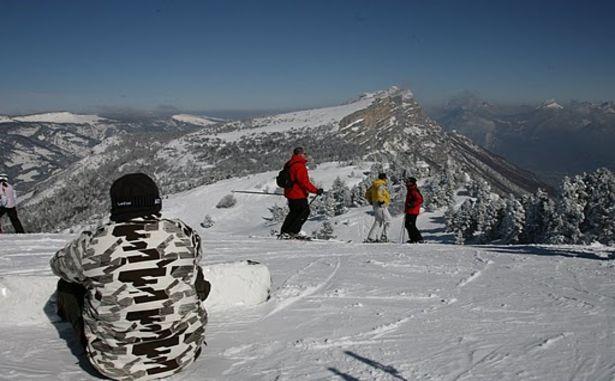 Snowboarders et skieurs Lans-en-Vercors