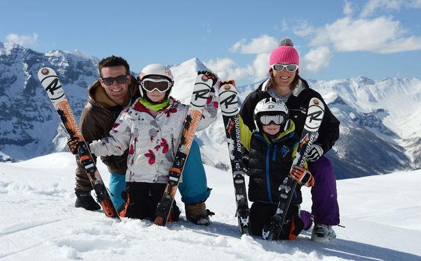 STATANMSM01050020 - Famille au ski (Gilles Baron)