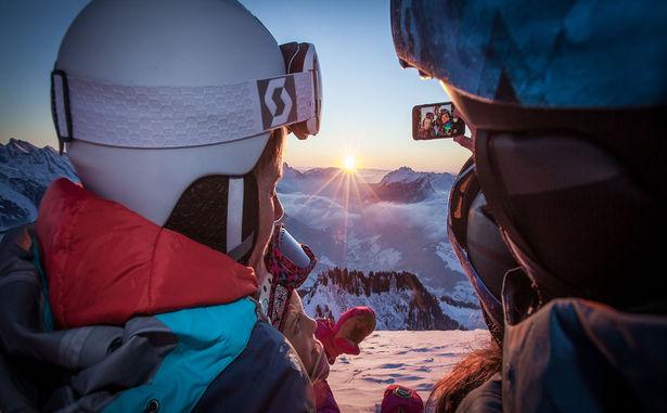 Ski-coucher-de-soleil-1-�-M.A.-Verpaelst---Le-Grand-Bornand-Tourisme