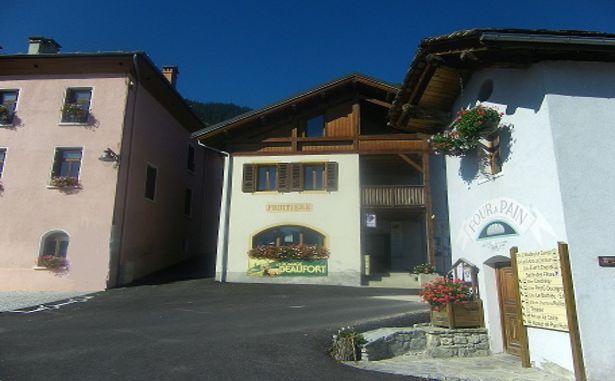 Granier - Place du village